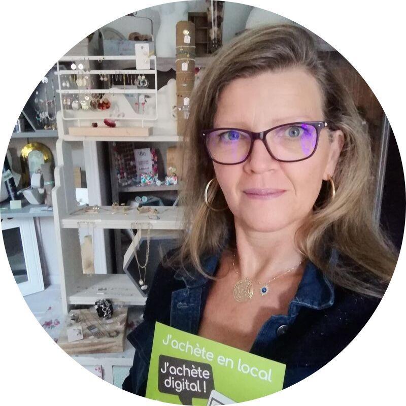 Audrey Tournier, commerçante adhérente à Enbasdemarue à Saint-Chef : décoration, bijoux fantaisie, maison